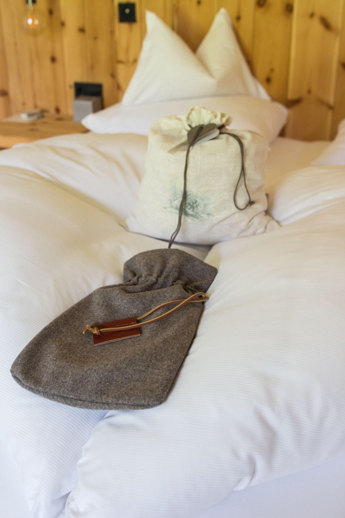 Alpina Zirben Zimmer Bett Schätze aus meiner Küche Hotel Pfösl
