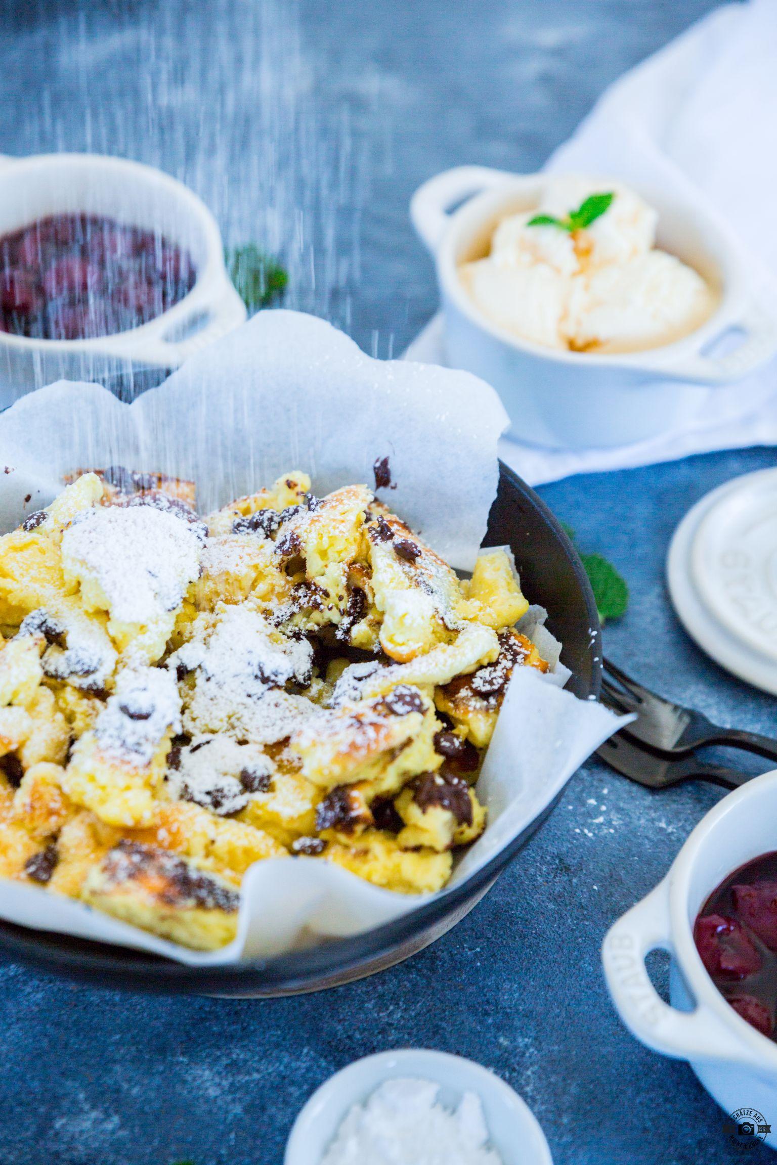 Schoko-Kaiserschmarrn mit Kirschen und Vanilleeis