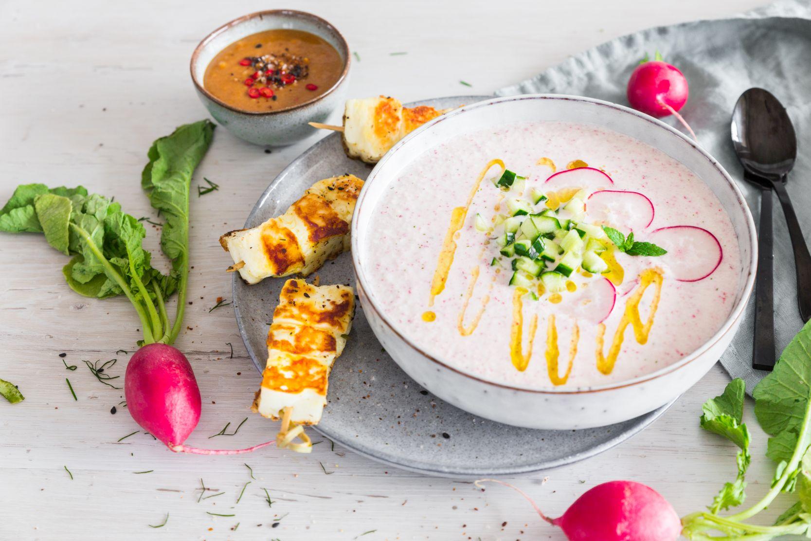 Kalte Kokos-Radieschen-Suppe mit Halloumi-Spießen und Curry-Nuss-Dip Schätze aus meiner Küche